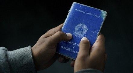 Renda dos trabalhadores com carteira assinada caiu 0,76%