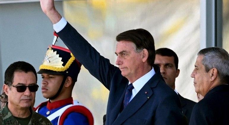 Horas antes da votação, Bolsonaro participou de evento em que tanques desfilaram na Esplanada dos Ministérios