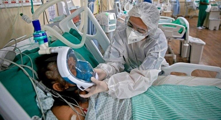 Profissionais da enfermagem estão na linha de frente do combate à pandemia de covid-19