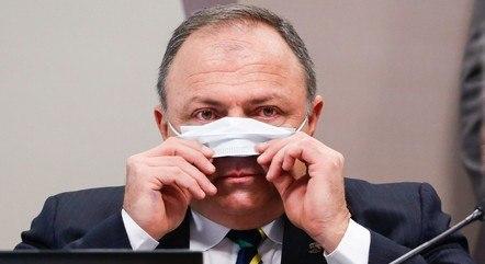 Pazuello respondeu senadores por sete horas