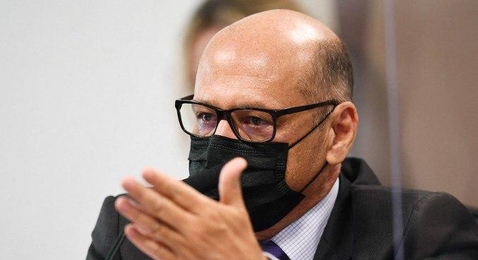 """""""Essa pandemia ainda vai persistir durante 2021"""", disse Dimas durante CPI"""