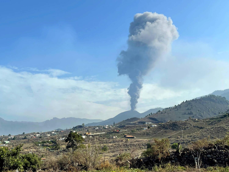 Cientistas pedem cautela sobre o futuro do vulcão, que está há oito dias em erupção