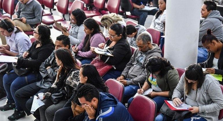Governo prepara dois programas de emprego para jovens informais