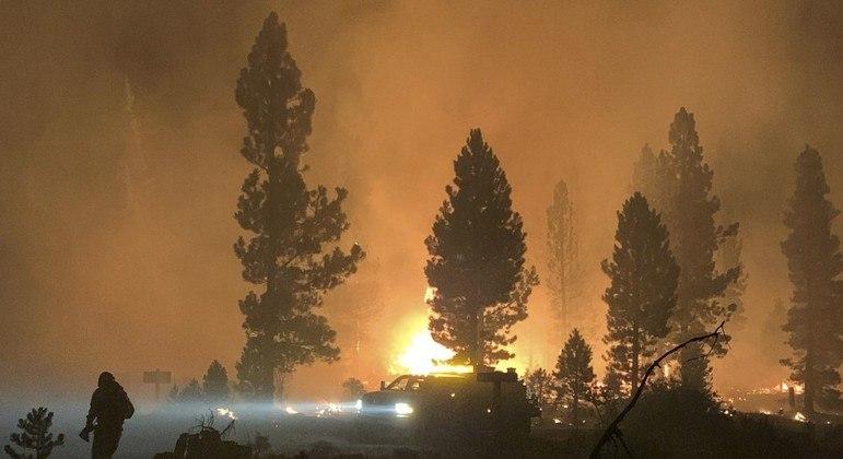 Fogo obrigou pessoas a deixarem suas casas no Oregon, EUA