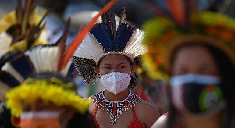 Indígenas protestam em Brasília contra a confirmação de um marco temporal para a delimitação de reservas.