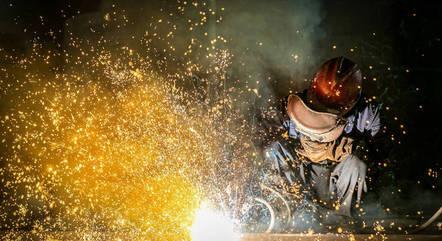 Produção industrial voltou a crescer em maio