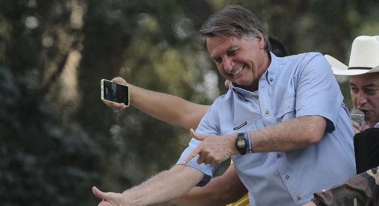 O presidente Jair Bolsonaro defendeu novamente o armamento da população