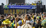 Brazilian President Jair Bolsonaro (C), accompanied by Vice-President Hamilton Mourao (5-L), speaks during a demonstration to support him, amidst Brazil's Independence Day, in Brasilia on September 7, 2021. Fighting record-low poll numbers, a weakening economy and a judiciary he says is stacked against him, President Jair Bolsonaro has called huge rallies for Brazilian independence day Tuesday, seeking to fire up his far-right base. Sergio Lima / AFP