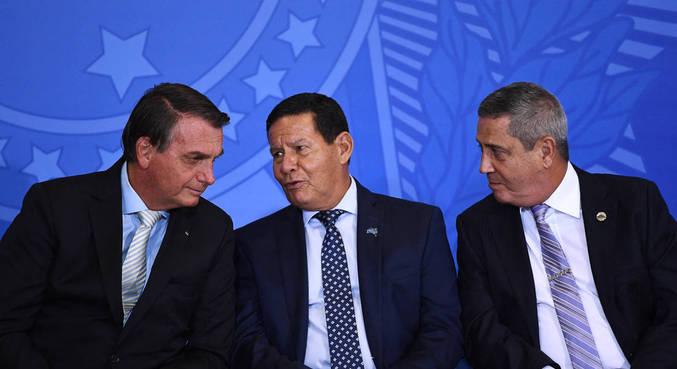 """""""Forças Armadas cumprem o que está previsto na Constituição"""", disse Braga Netto"""