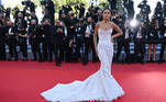 """Brazilian influencer Camila Coelho poses as she arrives for the screening of the film """"Tre Piani"""" (Three Floors) at the 74th edition of the Cannes Film Festival in Cannes, southern France, on July 11, 2021. CHRISTOPHE SIMON / AFP"""