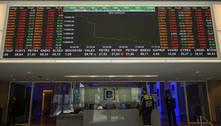 Bolsa recupera perdas na semana e dólar cai com dados ruins dos EUA