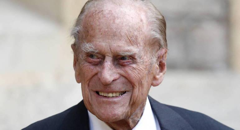 Príncipe Philip tem 99 anos de idade e está hospitalizado por 'precaução'; ele não tem covid-19