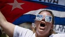 'Abaixo o comunismo!', protestam cubanos que vivem nos EUA