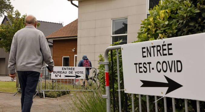França alivia as regras de confinamento neste domingo, quando tem eleições
