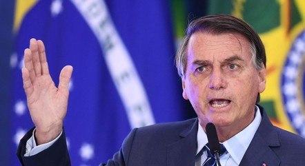 Bolsonaro condecorou inúmeras personalidades