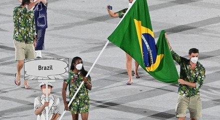 Ketleyn Quadros e Bruninho desfilaram pelo Brasil