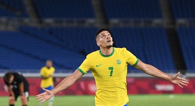 Paulinho acabou marcando o gol que trouxe alívio. De jogo fácil a sufoco em Yokohama