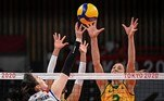 L-R) South Korea's Park Jeong-ah hits the ball in front of Brazil's Caroline de Oliveira Saad Gattaz in the women's semi-final volleyball match between Brazil and South Korea during the Tokyo 2020 Olympic Games at Ariake Arena in Tokyo on August 6, 2021. YURI CORTEZ / AFP
