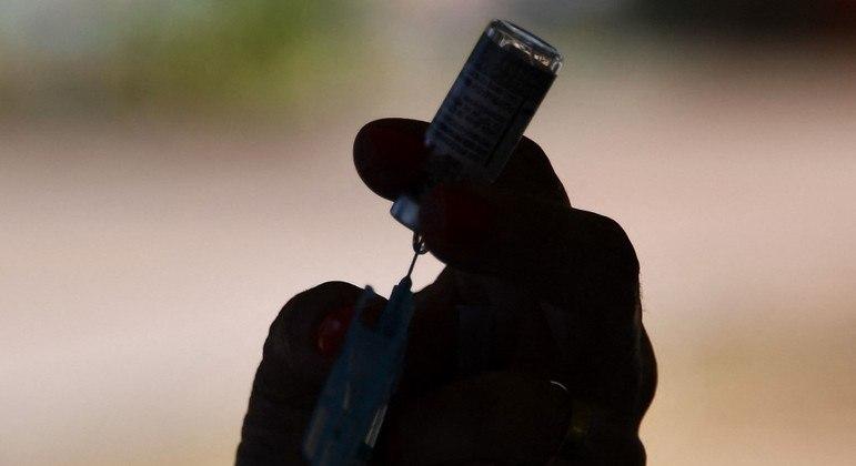 Brasil ultrapassou 50% dos adultos vacinados contra a covid-19