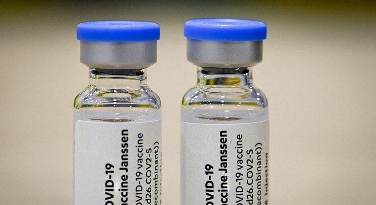 A vacina desenvolvida pela Janssen imuniza com a aplicação de apenas uma dose