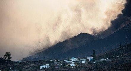 Aeroporto espanhol segue afetada por erupção
