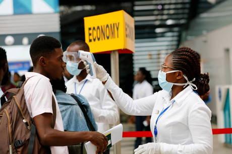 Africanos foram expulsos de hotéis e despejados na China