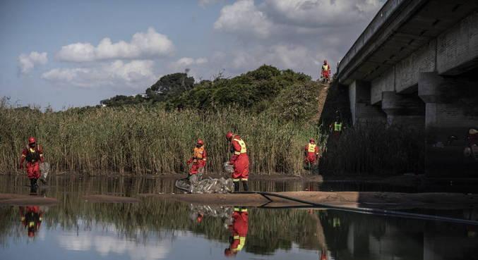 África do Sul busca acalmar tensões com operações de limpeza