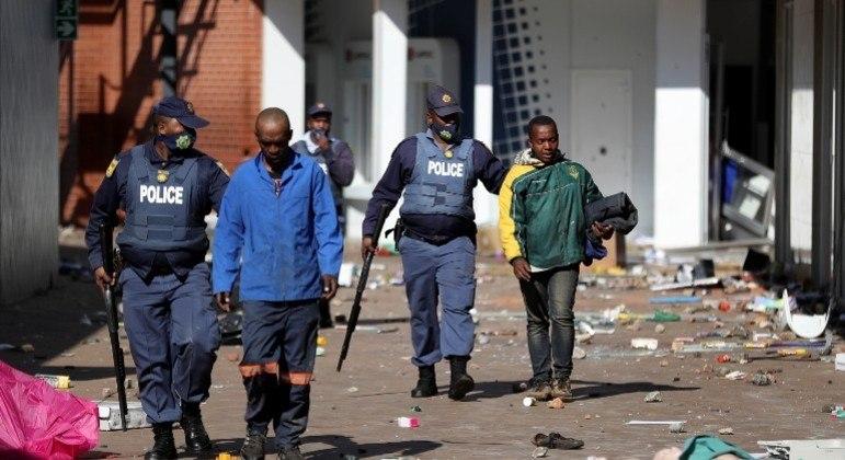 África do Sul registra aumento no número de mortes relacionadas com a recente onda de violência