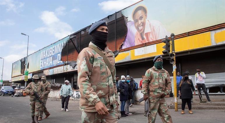Governo precisou mobilizar soldados para conter a violência na África do Sul