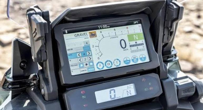 Moto conta com uma tela TFT de 6,5 polegadas