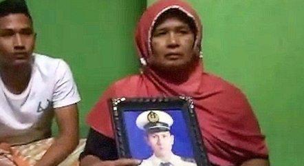 Afrida conta que o filho Angga, que estava no voo, se tornou pai pela primeira vez uma semana antes