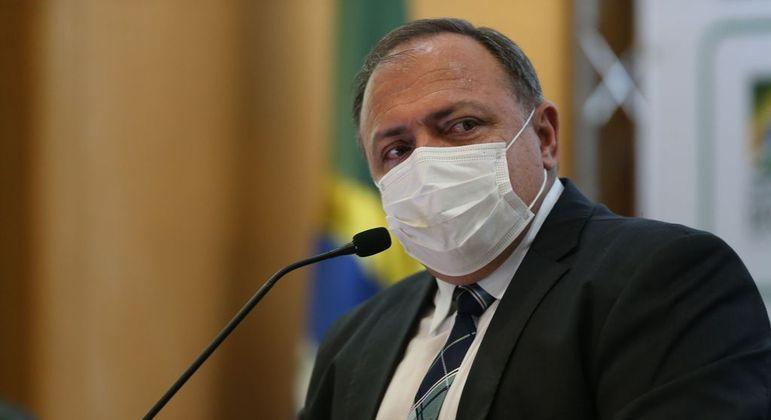 Eduaro Pazuello, ex-ministro da Saúde, que contactou infectado por Covid-19