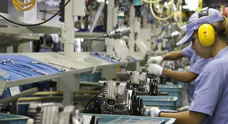 Produção industrial teve nova queda em março
