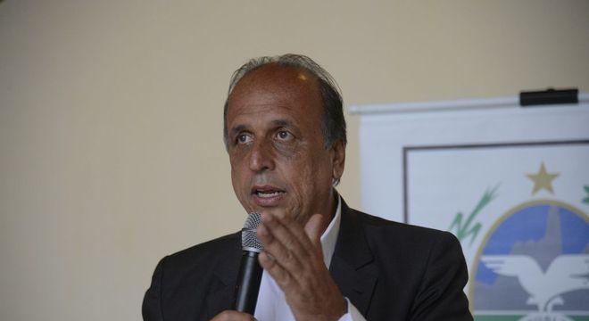 MP investiga atuação de Pezão como secretário de obras na reforma do Maracanã