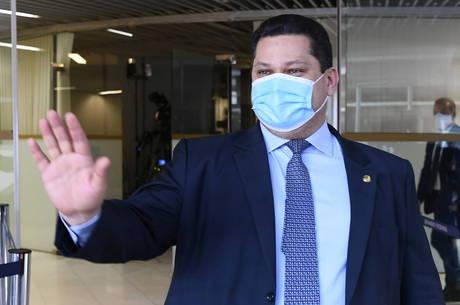 Alcolumbre devolveu MP editada por Bolsonaro
