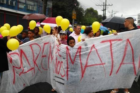 Moradores e ativistas protestam contra morte violenta