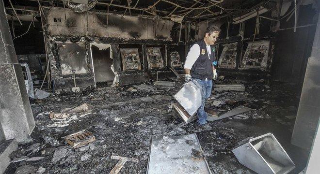Agência bancária foi incendiada durante onda de violência em Fortaleza