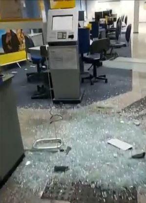 Homem furtam CPU de agência bancária