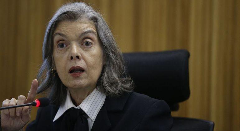 Cármen Lúcia entendeu que não há fundamento jurídico para impedir o comparecimento do advogado ao colegiado