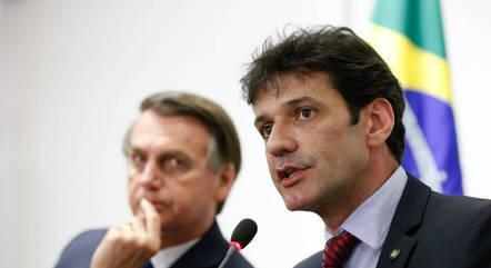 Na imagem, Bolsonaro e Marcelo Álvaro