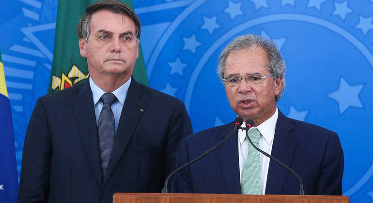 Bolsonaro anunciou a sanção do projeto ao lado do ministro Paulo Guedes: isenção de tributos como PIS/Cofins foi vetada