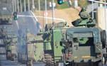 Comboio com veículos blindados e armamentos passa pela Esplanada dos Ministérios Publicado em 10/08/2021 12:45  Foto: Marcelo Camargo/Agência Brasil  Local: Brasília-DF