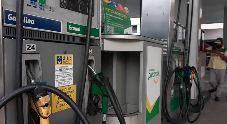 Preço dos combustíveis pesa no bolso do brasileiro