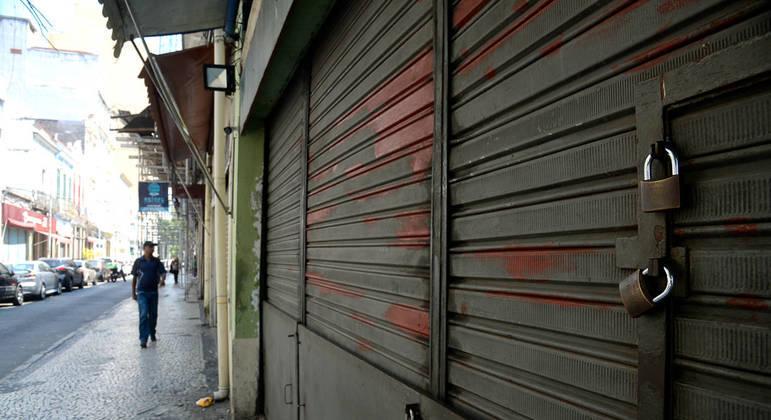 Com portas fechadas, comércio local conta com a comunidade para sobreviver