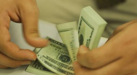 Dólar caia 0,34% nos primeiros negócios do dia