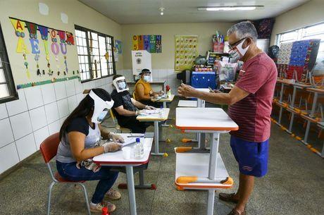 Eleitores vão às urnas no 1º turno