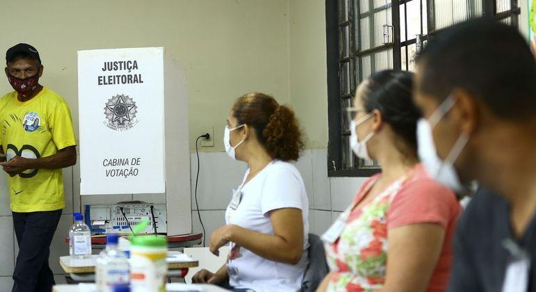 Eleitores de três municípios do RS e MG escolhem novos prefeitos neste domingo (4)