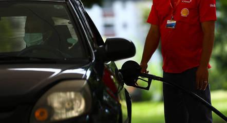 Preço médio da gasolina no Brasil é R$ 5,655 por litro