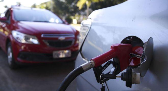 A gasolina terá redução de R$ 0,027 no preço médio