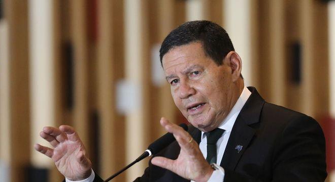 Mourão negou que o governo esteja travando a reforma tributária para evitar dar palanque para eventual reeleição do atual presidente da Câmara, Rodrigo Maia (DEM-RJ)